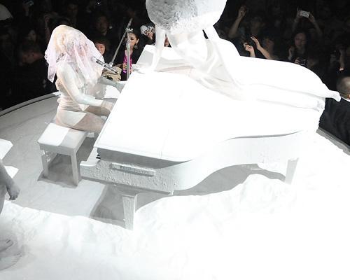 Bizarre Snowy Piano