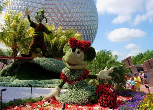 Disney Minnie Mouse made from flowers