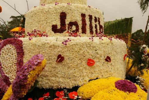 Huge Cake Made of Flowers